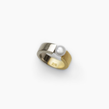 Vacuum Pinky Pearl Ring | Paola van der Hulst