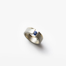 Sapphire Small Pinky Vacuum Ring | Paola van der Hulst