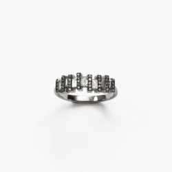 Floating-Baguette-Diamond-Ring-by-Paola-van-der-Hulst