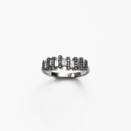 Floating-Baguette-Diamond-Ring-by-Paola-van-der-Hulst