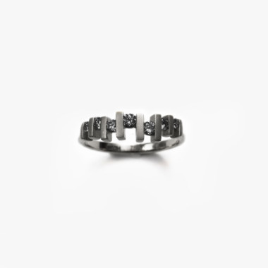 Sterling-SIlver-Floating-Diamond-Ring-Paola-van-der-Hulst